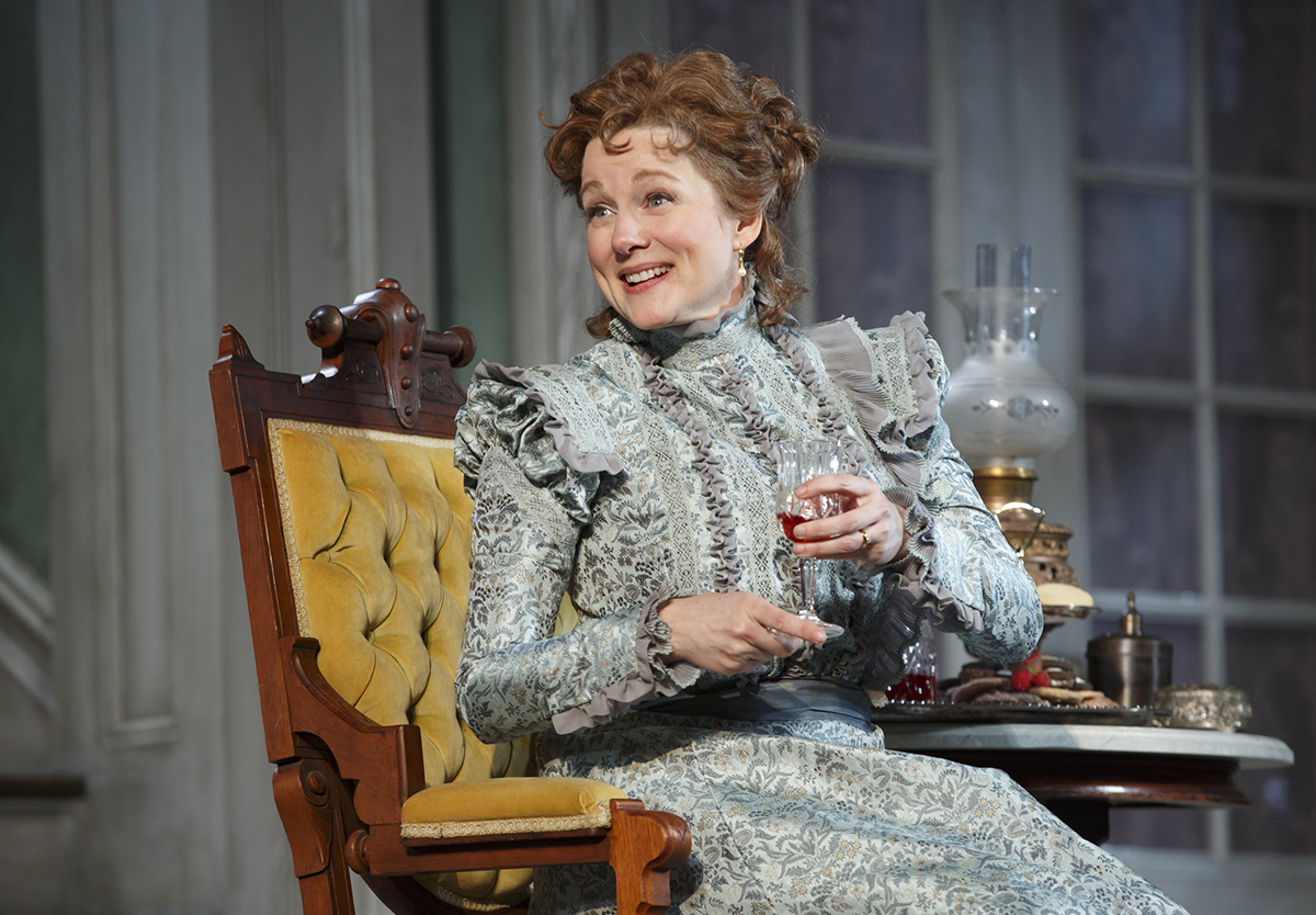 an analysis of good and evil in the little foxes jesus by lilian hellman B ased on the successful broadway play by acclaimed american playwright lillian hellman, the little foxes (1941) tells a bitingly sinister story of american greed at the turn of the twentieth century.